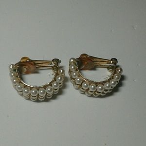 Jewelry - Vintage Faux Pearl Beaded Clip On Earrings